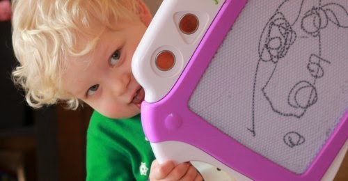 Keep your busy toddler occupied, without TV, with these independent toddler activities.
