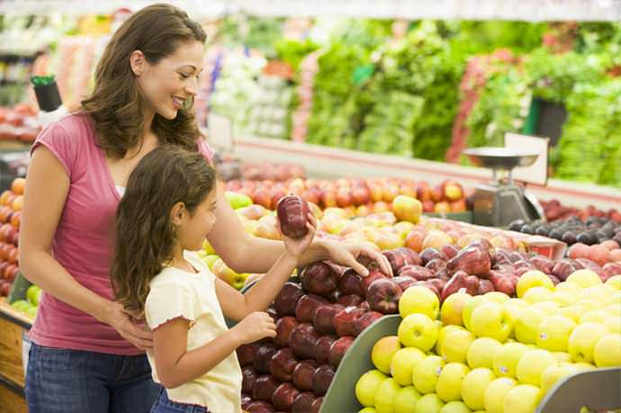 If you've been wondering how to save money on groceries without coupons keep reading. You can feed your family healthy food, even on a tight budget.